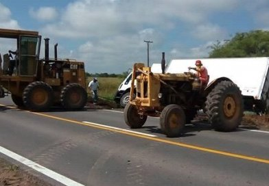 Camión en ruta 70 Colonia Nueva debio ser ayudado por maquinas Comuna de Humboldt