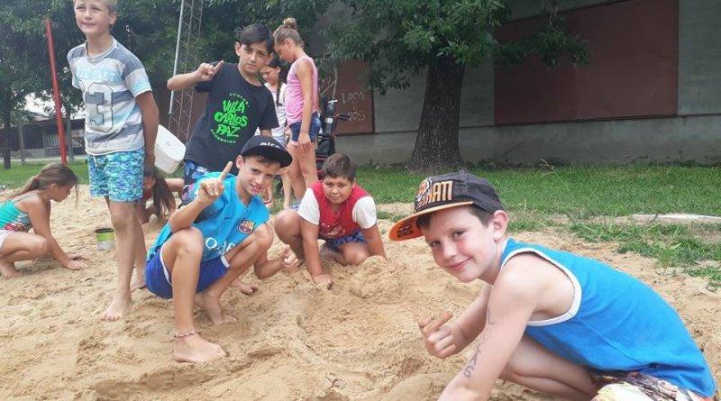 Concurso de castillos con arena en Colonia de vacaciones Club Juv Unida Humboldt (ver 24 fotos)