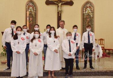 Ultimo grupo de  Comunión , Confirmaciones y despedida del Padre Bernardo (ver 16 fotos)